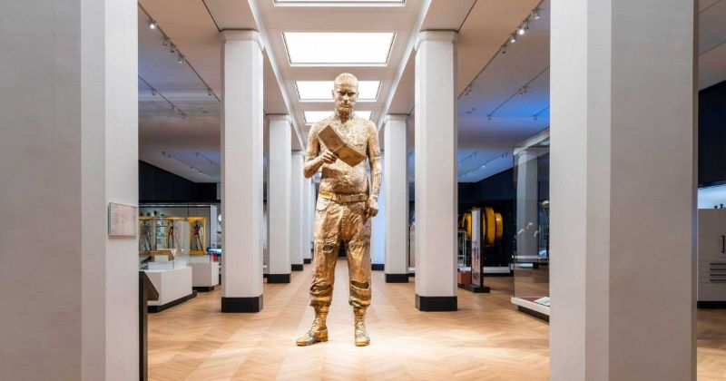 Giant statue of a man in the Wellcome Gallery at the Science Museum