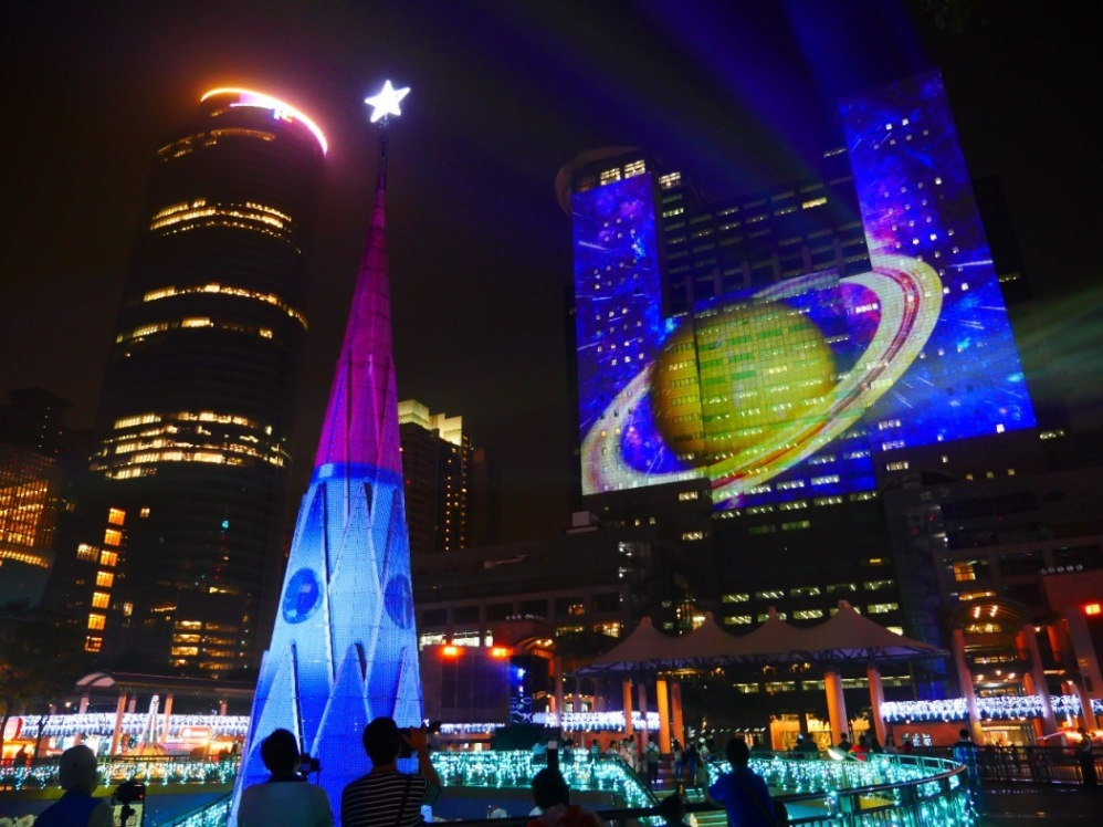 christmasland-projection-mapping_christie-projectors