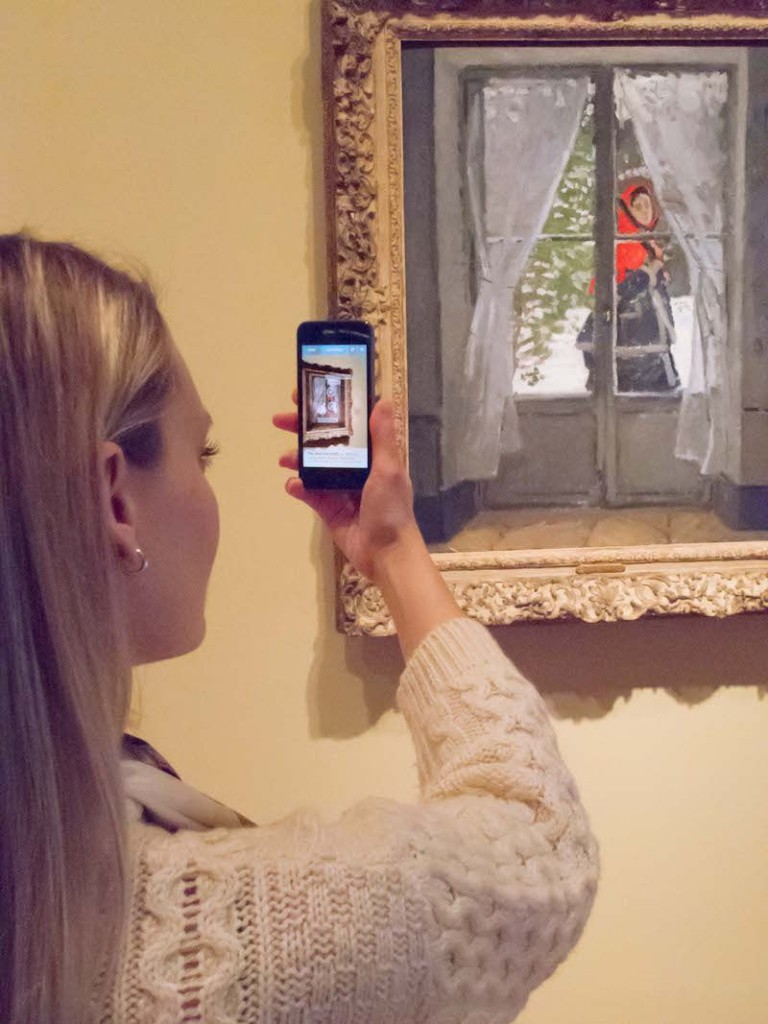 girl at cleveland museum of art augmented reality