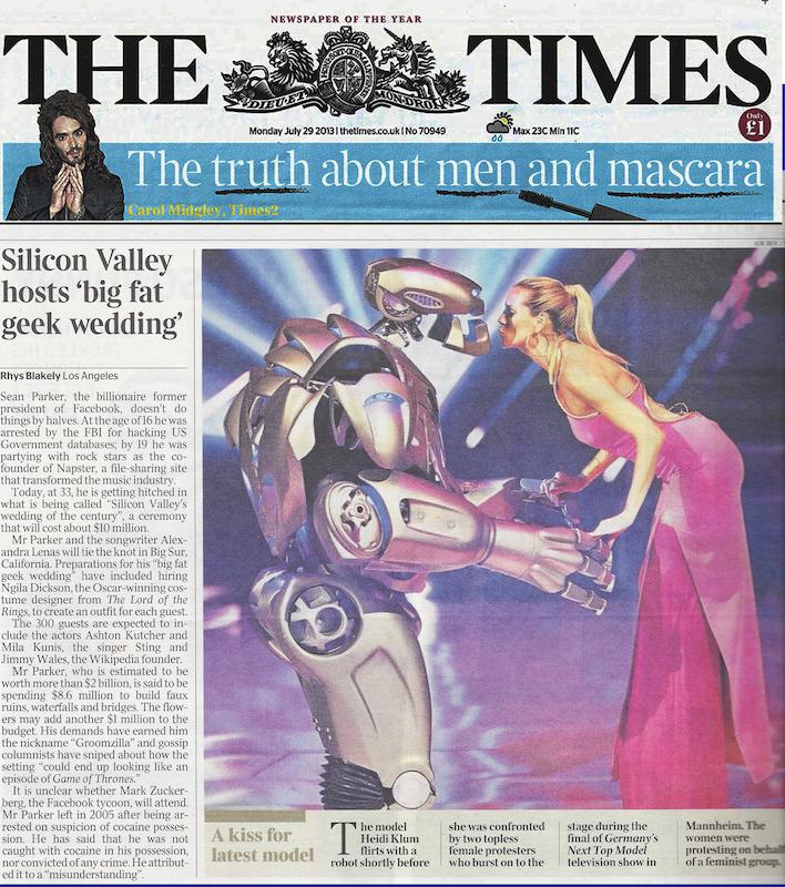 titan the robot KISSING-HEIDI-KLUM-IN-THE-TIMES