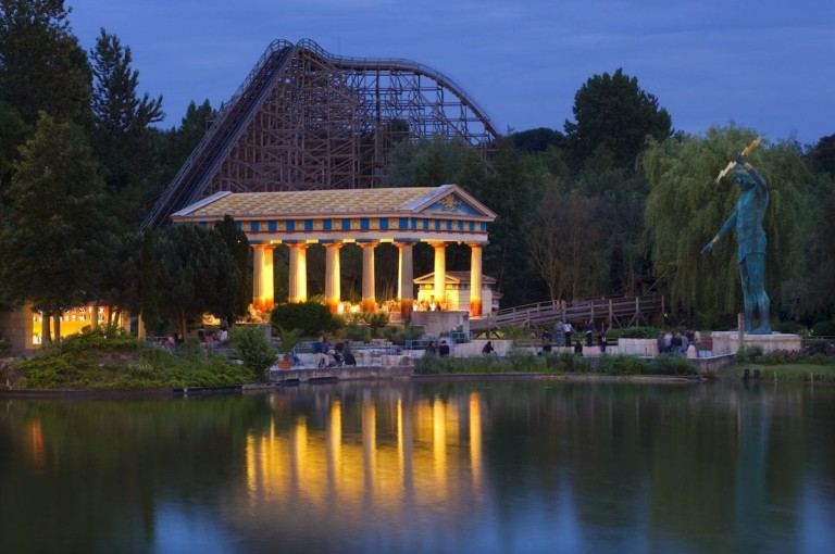 parc asterix at night