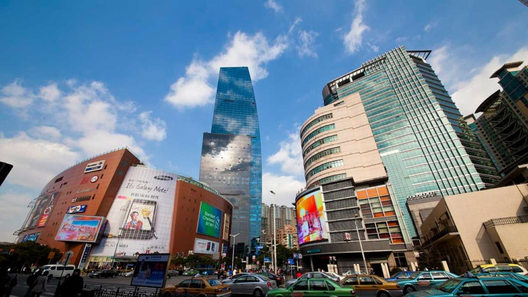 Alibaba invests in Chinese shopping malls