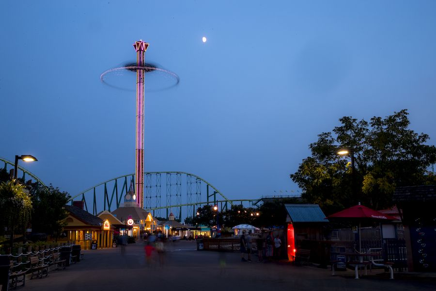 star flyer ride entertainment at night