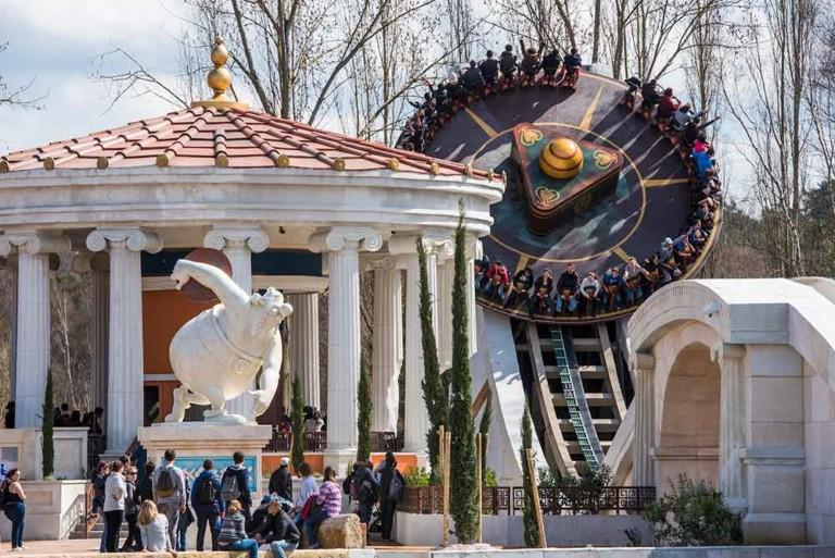 Parc Asterix, Puy du Fou, Futuroscope, Disney, investment