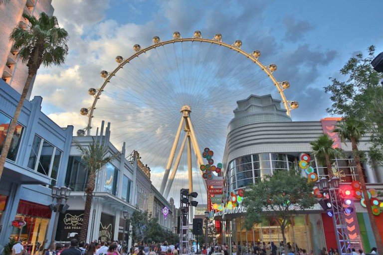 picsolve LINQ parade ceasers entertainment