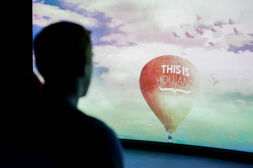 This is Holland-flying theatre hot air balloon