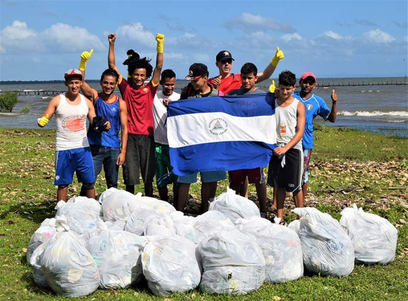 kids cleaning beach in Nicaragua supported by Clear Reef Social Fund
