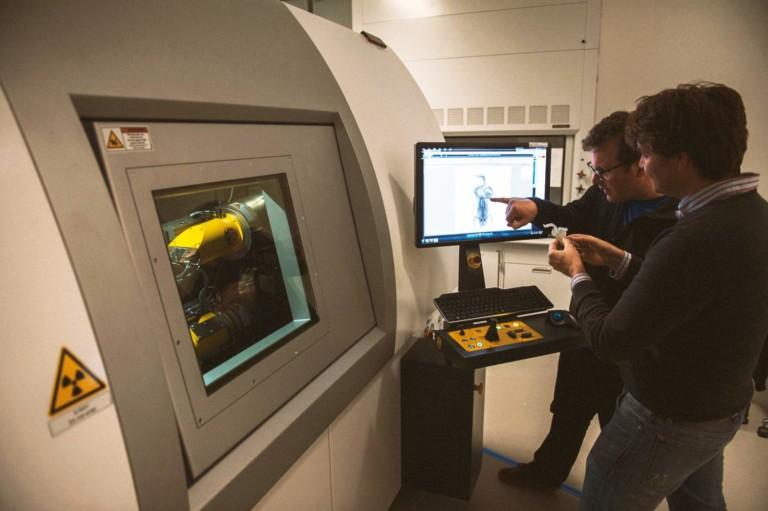ct scanner scanning frog florida museum of natural history
