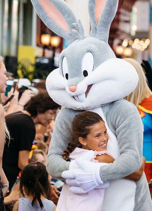 bugs bunny hugs a girl at warner bros movie world village roadshow