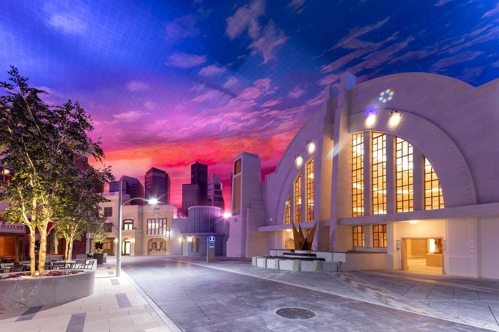 Warner Bros World. Abu Dhabi. Metropolis. Ride.