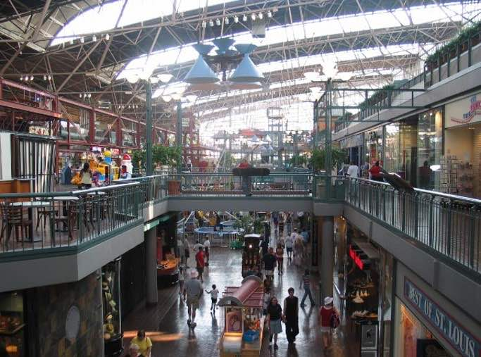 1985, the train shed at Union Station in St. Louis was renovated into a festival marketplace