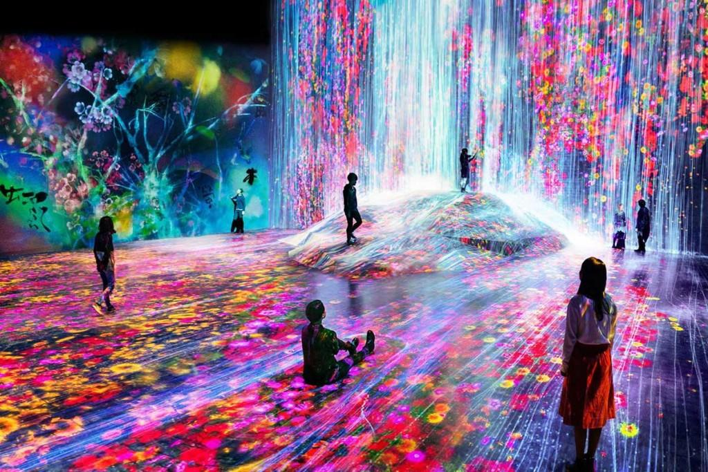 digital art museum by teamlab at MORI building Japan
