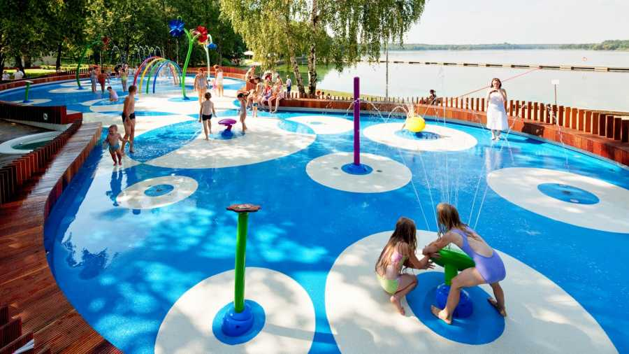 kids play on aquatic structure by vortex