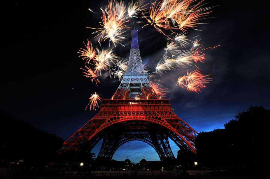 eiffel tower projection mapping christie