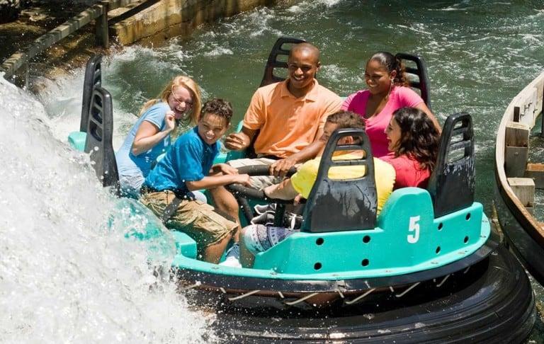 6 guests on Carowind's Rip Roarin' Rapids