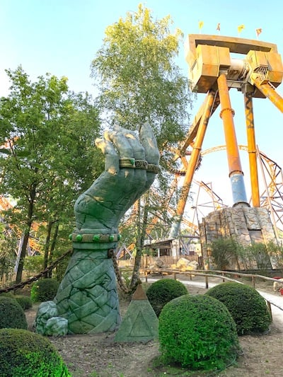 Land-of-Legends-Bobbejaanland-big-hand-and-Sledgehammer-ride