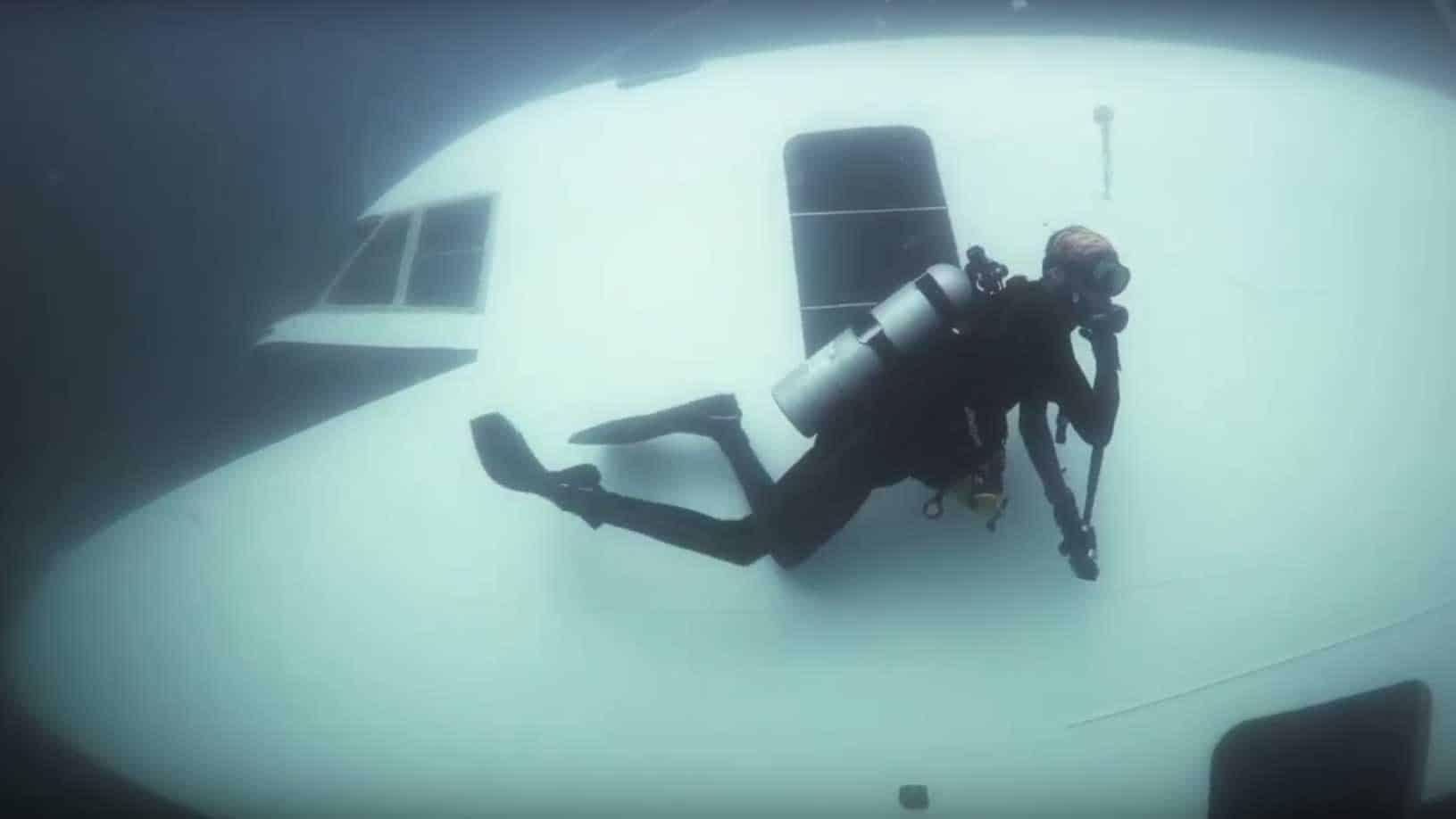 dive bahrain sinks boeing 747 for underwater theme park