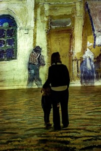 Atelier-des-Lumières-Van-Gogh-exhibition-mother-and-child