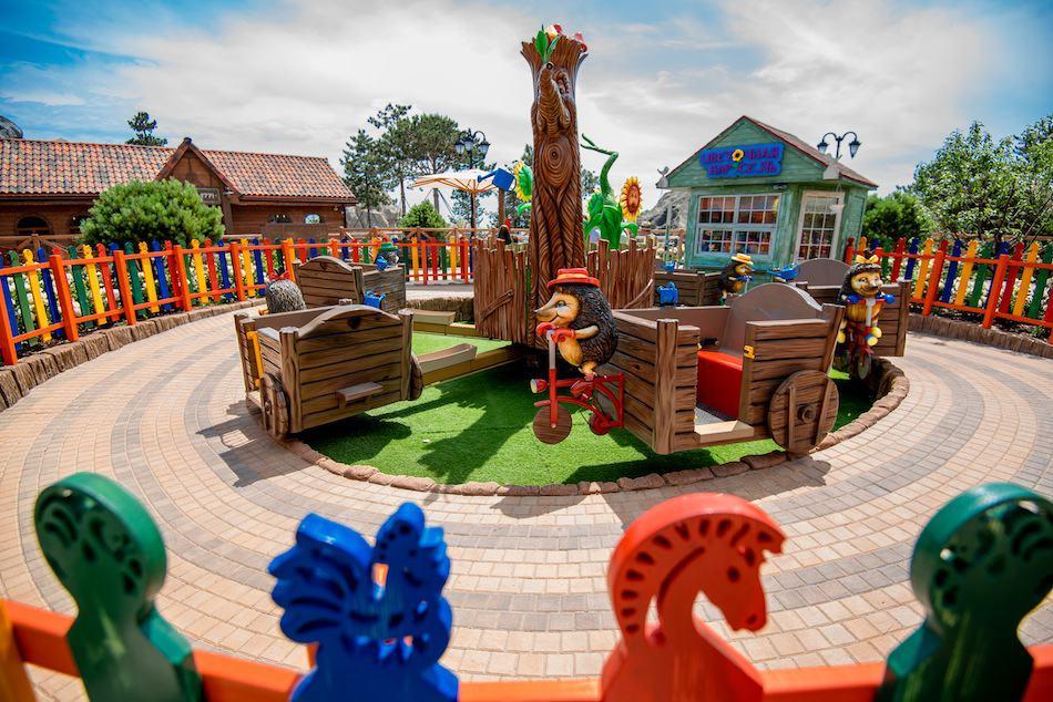 Dreamwood theme park Mriya resort hedgehog ride