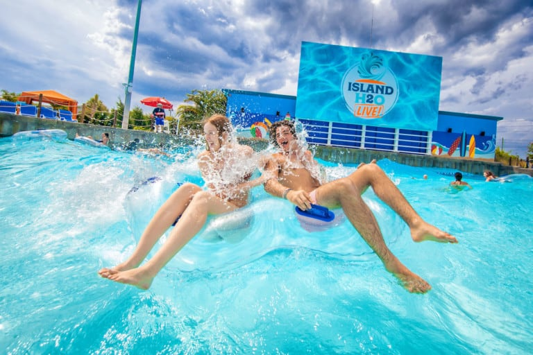 guests enjoying the Live Lagoon at Island H2O Live!