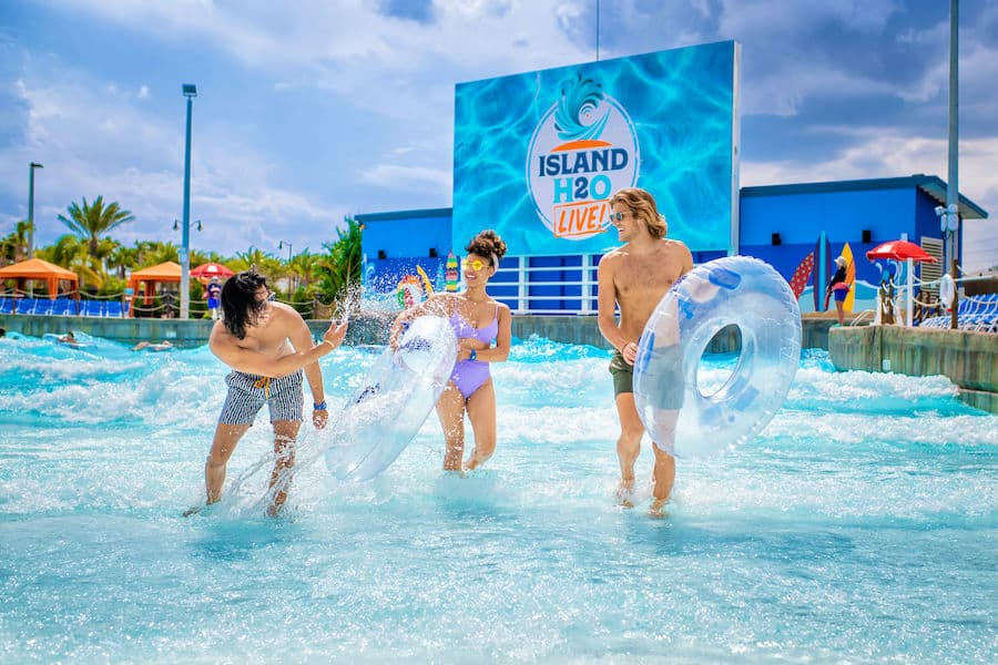 guests splashing in the Lagoon at Island H2O Live