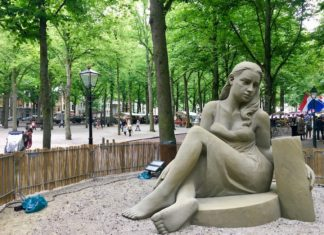 sculpture at the Lange Voorhout in The Hague