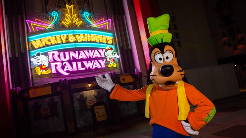 mickey and minnie's runaway railway top theme park attractions