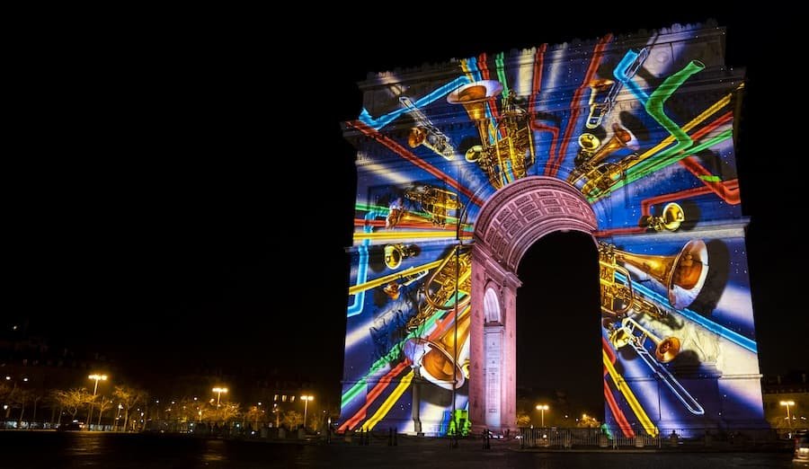 Barco Arc de Triomphe projection mapping