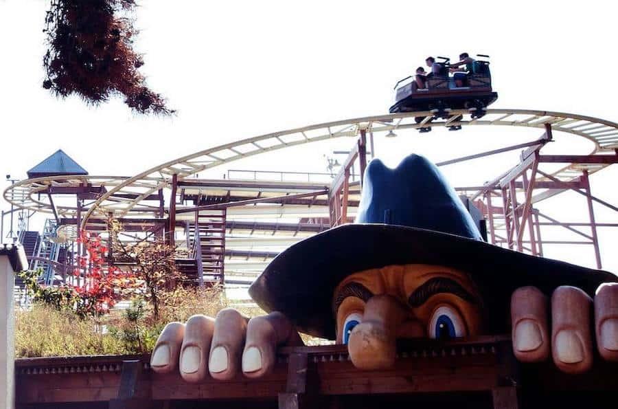 Bobbejaanland_SpeedyBob family-owned theme parks