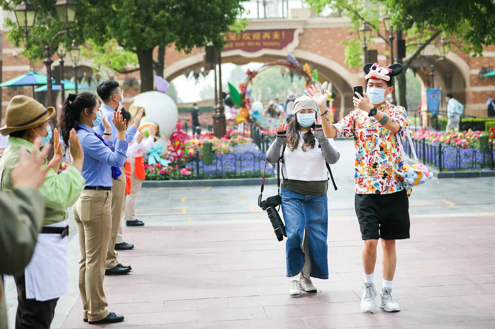 shanghai disney reopening face masks