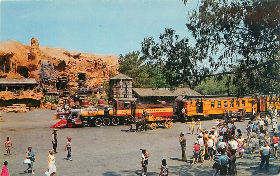 train in square Knotts Berry Farm Eddie Sotto