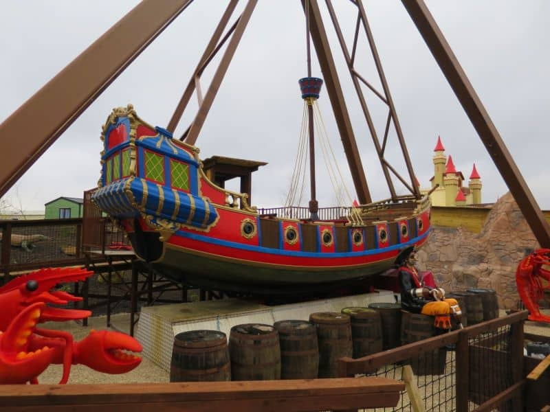 ghostly galleon pirate ship at gulliver's valley theme park