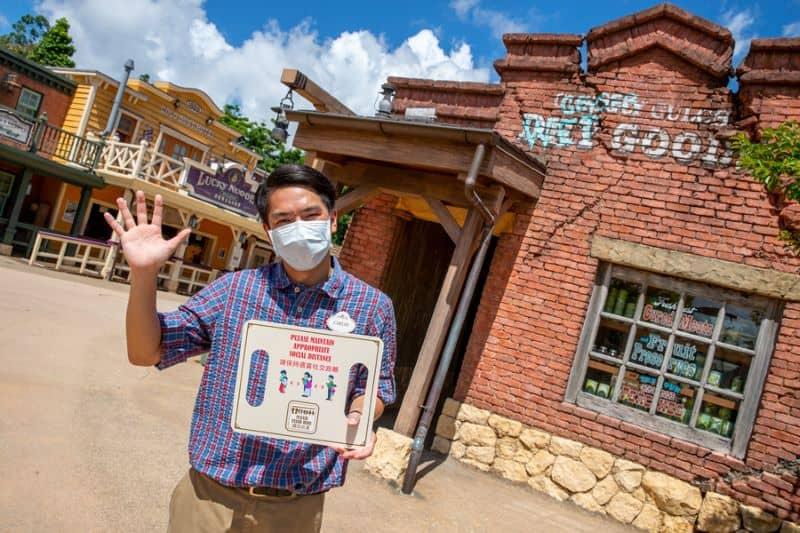 Cast member at Hong Kong Disneyland reopening