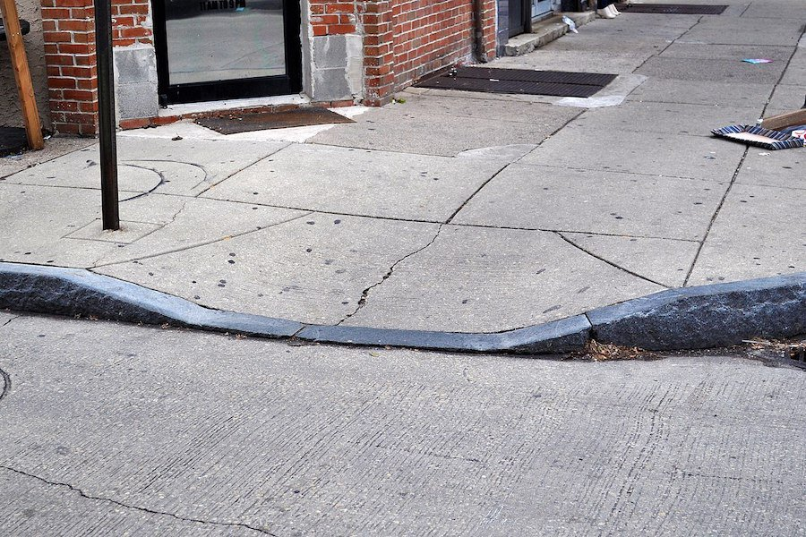 Curb_cut_for_wheelchair_ramp museum accessibilty