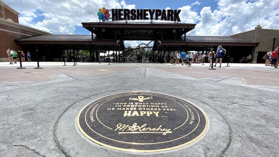 Hersheys Chocolatetown_FRONT GATE MEDALLION