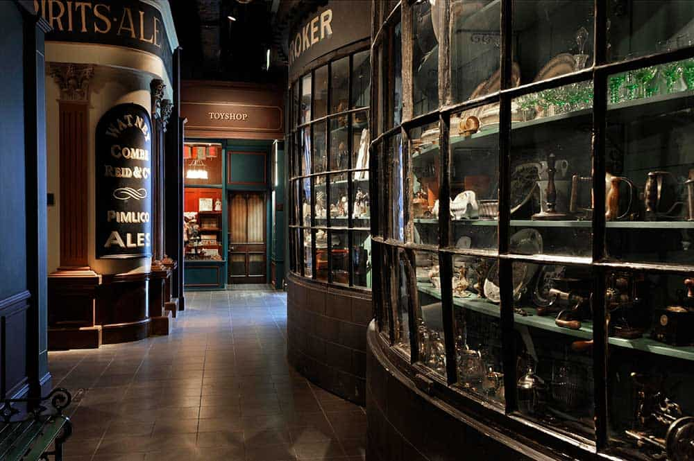 Recreated-Victorian-street-Museum-of-London