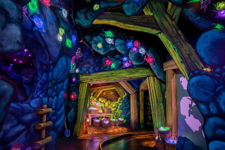 Disney snow white's enchanted kiss mine scene