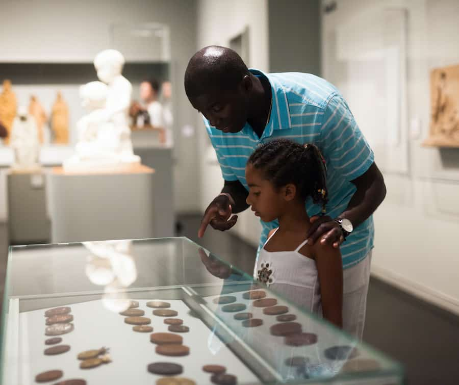 Father-and-daughter-in-museum