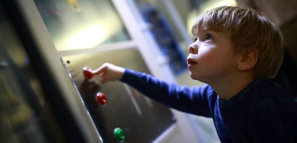 Child-in-a-science-museum-hands-on-dispaly