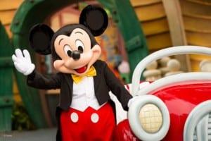 Disneyland-mickey-mouse-waving