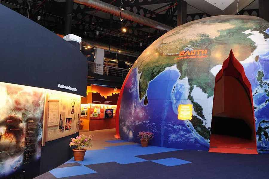 singapore-science-centre-earth