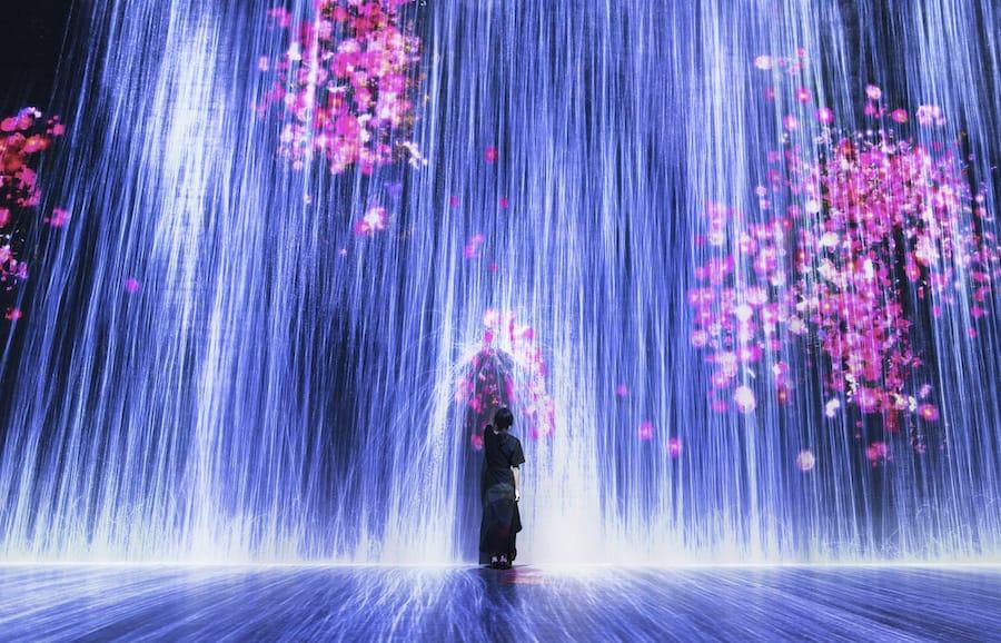 Universe of Water Particles Transcending Boundaries - teamLab at ArtScience Museum