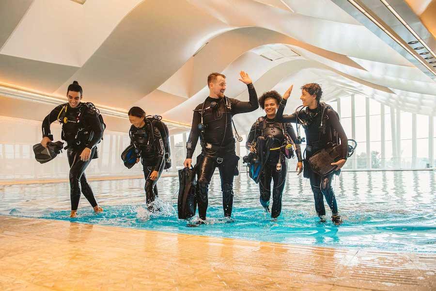 Divers_at Deep Dive Dubai