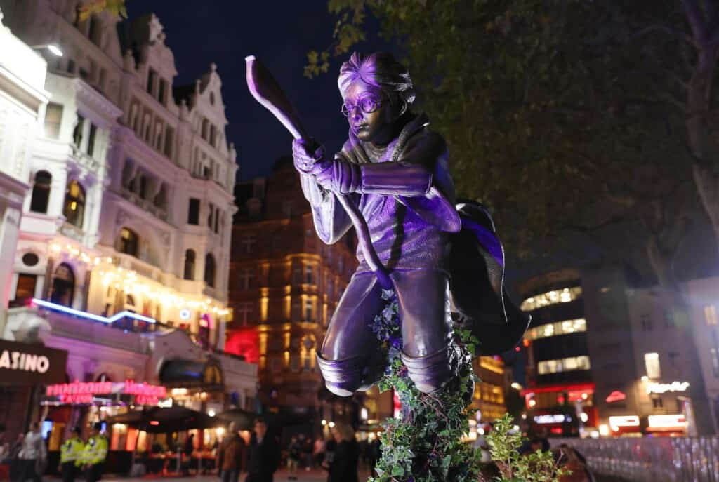 harry potter statue leicester square london
